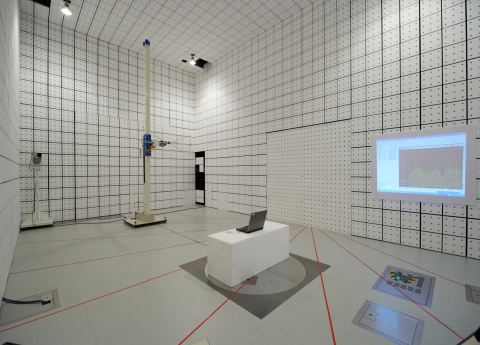 東急建設(株) 電磁環境EMC試験室(電波暗室)のご紹介